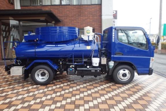 排水ピット清掃作業バキューム車
